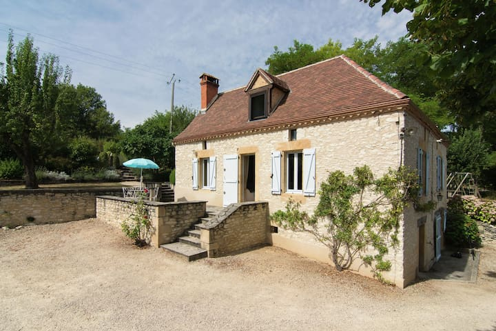 Holiday home in the Lot with beautiful private swimming pool and fantastic view