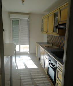 Chambre bel appartement près Versailles et Paris