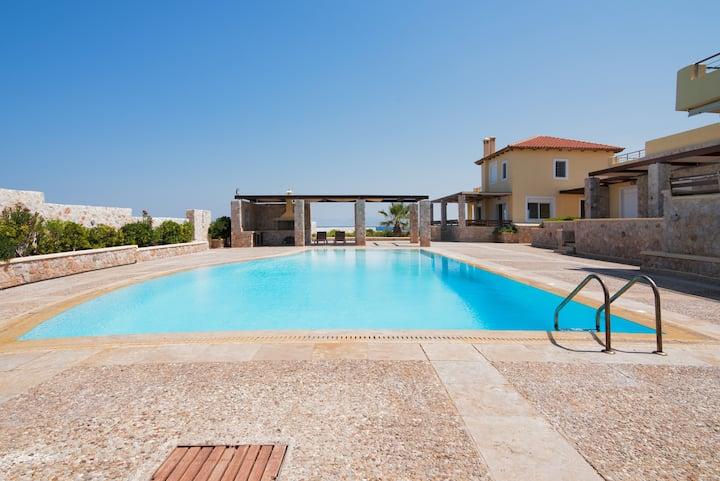 Beautiful Seaside Villa & Pool