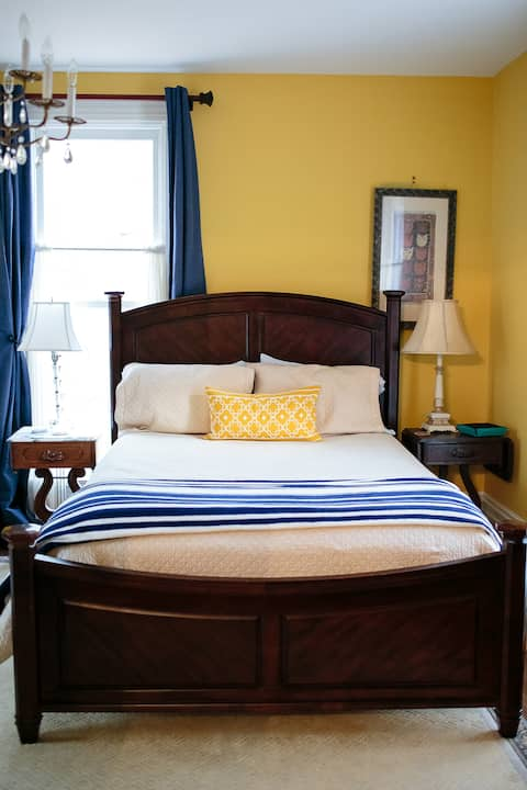Cozy Room in historic home-Breakfast included!