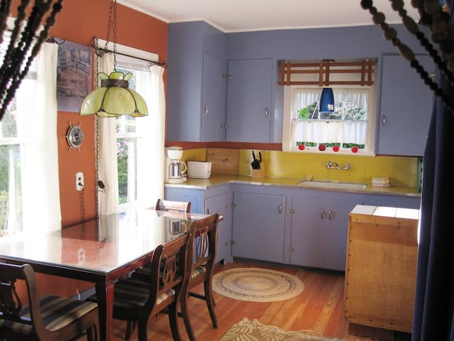 Boxwood Cottage features a full kitchen.
