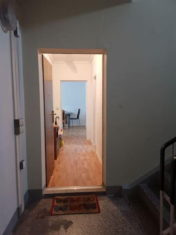 Gemütliche und voll möblierte 2 Raum Wohnung HALLE