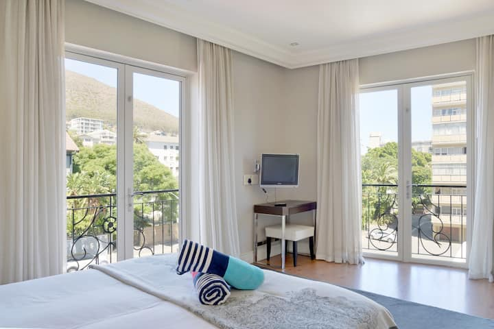 Awesome 5* 1BDR close to V&A Waterfront
