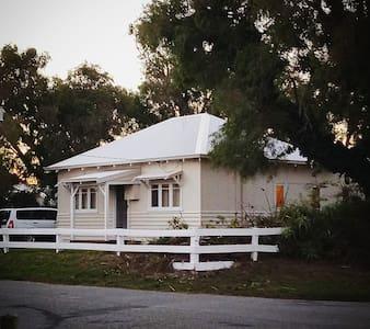 Emu Point Beach Front Cottage