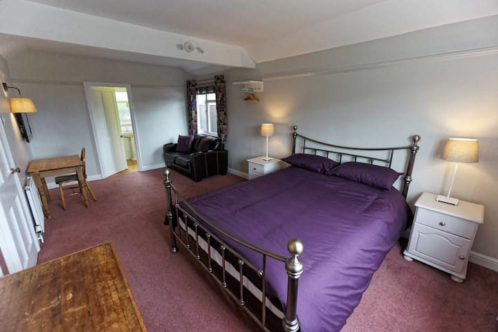 Separate Annex with King size bed & En-suite
