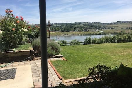 Private room, with river view & adjacent to park - Clarkston - Appartement