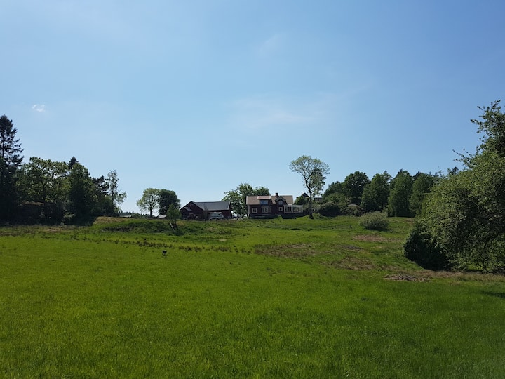 Lantlig & rymlig villa, 15 min till Göteborg