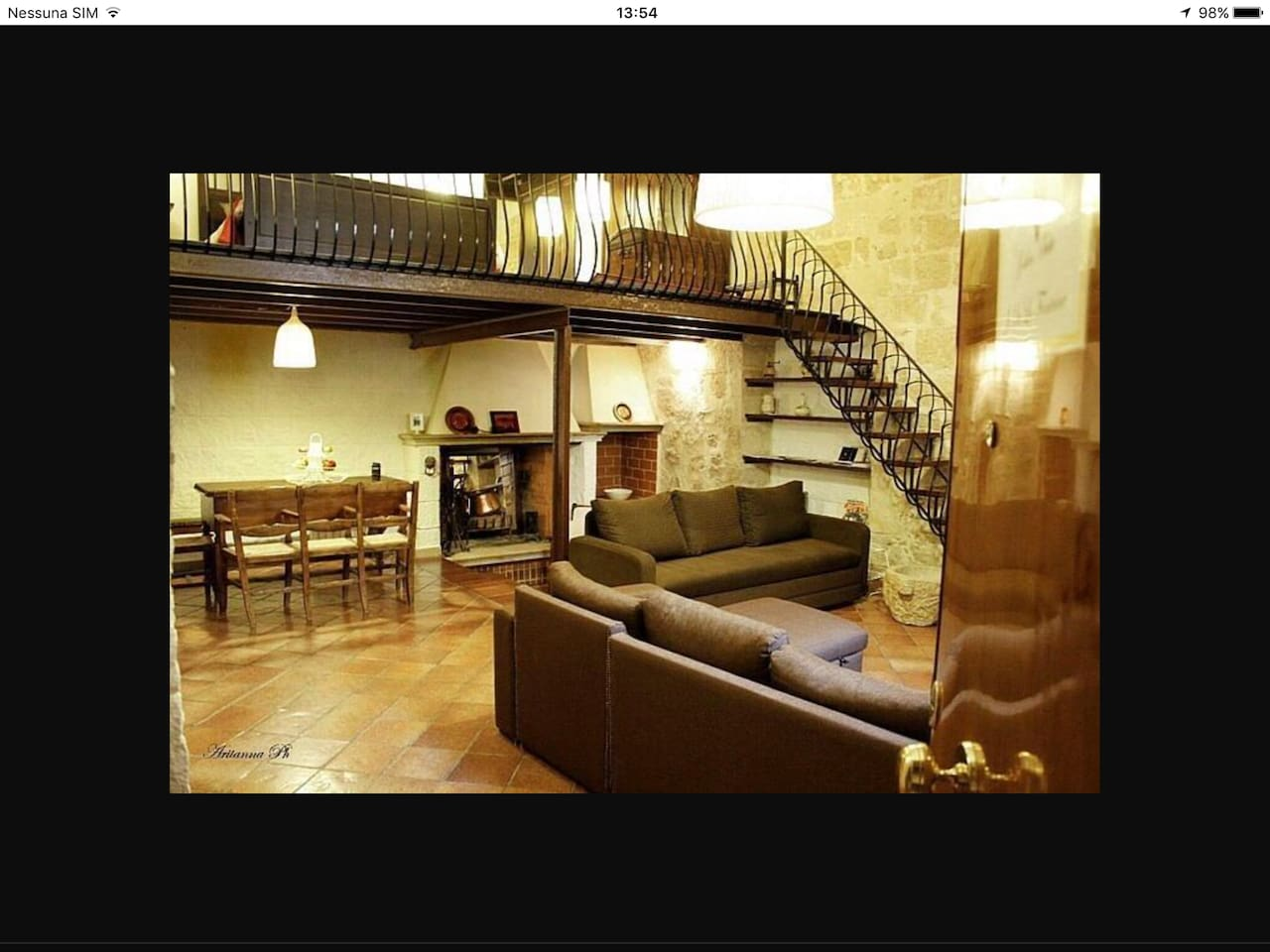 Livingroom con due divani letto camino funzionante angolo relax con un piccolo sofà per la lettura