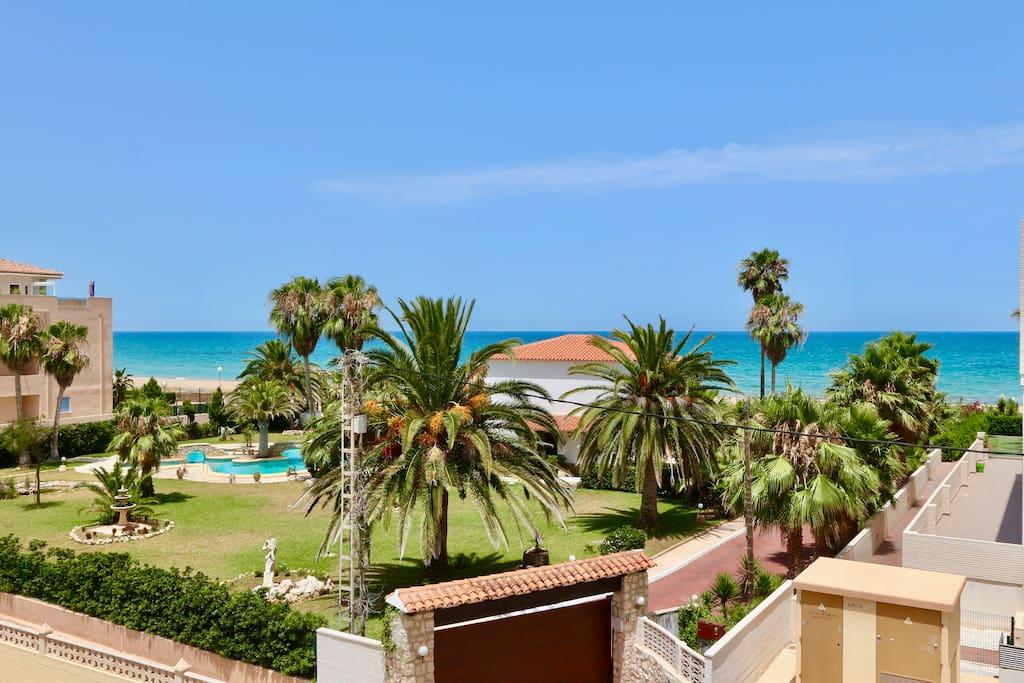 """Seaside apartment in """"Punta del Estanyo"""" bay in Denia."""
