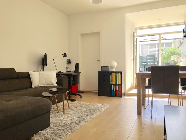 Centrally located appartment (+ free parking)
