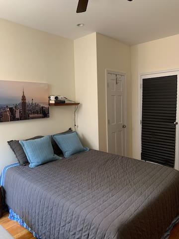 Nice Queen Bdrm in Furnished 2 Bed Apt 30 day min