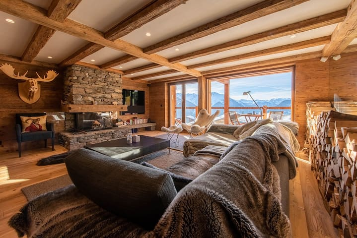 Cocooning and luxury by the fireplace at Medran