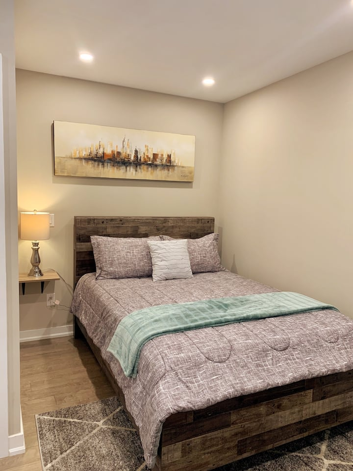 Modern One-Bedroom Apartment in Central Hamilton