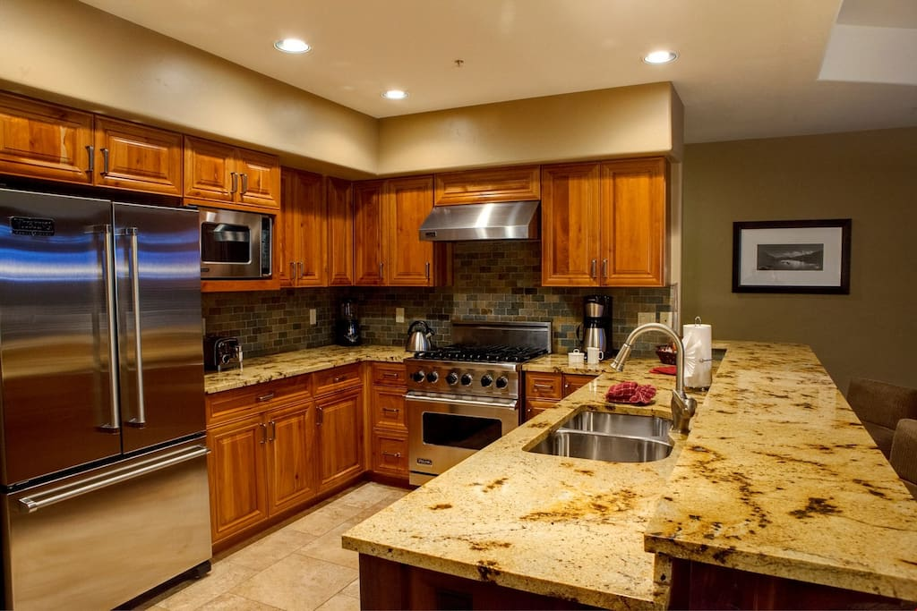 Enjoy cooking in the luxurious and fully-equipped kitchen