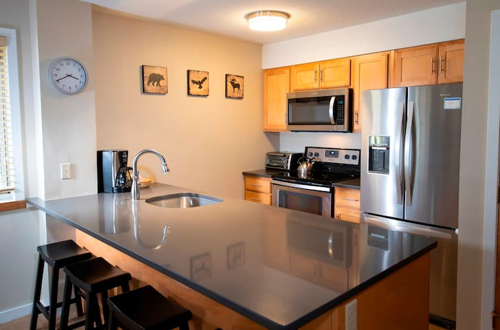 *NO GUEST SERVICE FEE* 1Br Okemo Mtn Lodge- Remodeled Kitchen & Vintage Ski Decor