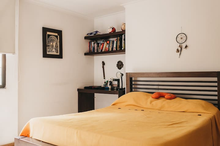 Private Room, safe, quiet, best area, double bed!