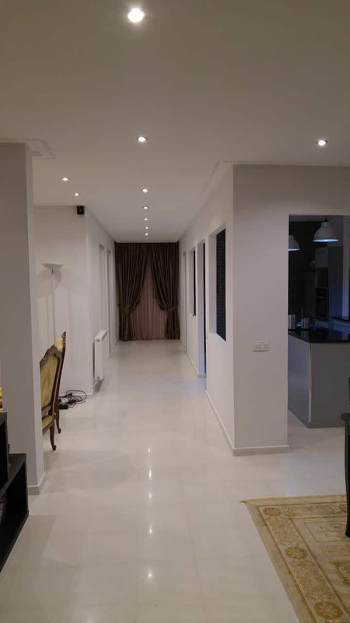 étage de villa richement meublée 140m²