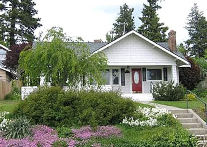 Cozy Lakeshore Cottage on Lake Coeur d'Alene, ID