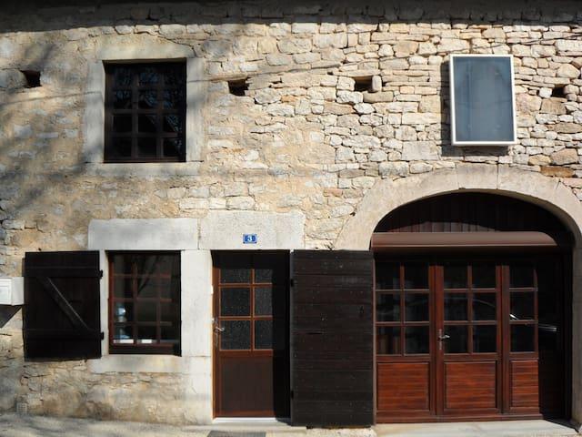 Maison située à proximité du lac de Vouglans