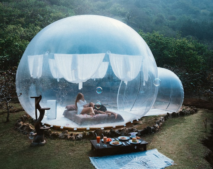 Night under the stars in clear bubble (8)