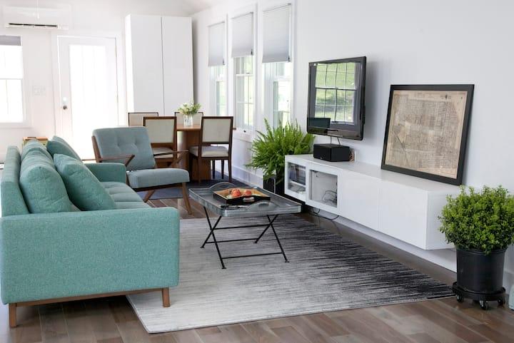 Honey House—loft-style guesthouse near UVA