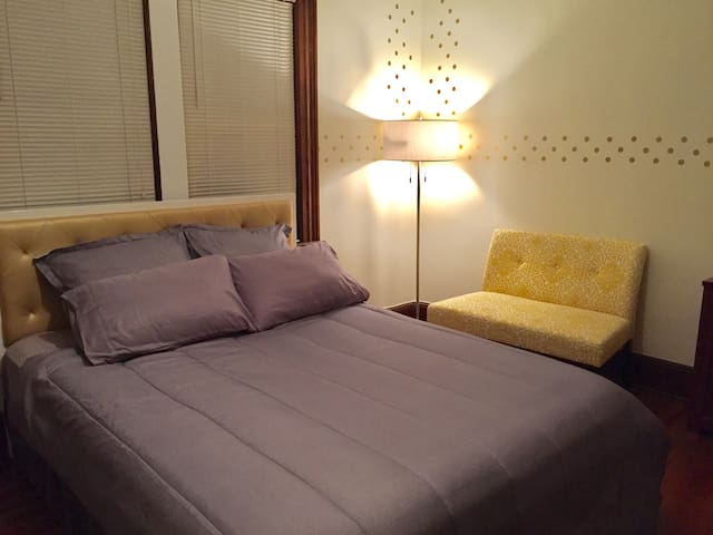 Cozy Apt. 10-12 mins from A train- NYC MTA Subway