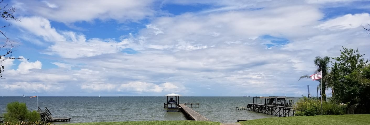 Galveston Bay Hideaway With Lighted Fishing Pier.