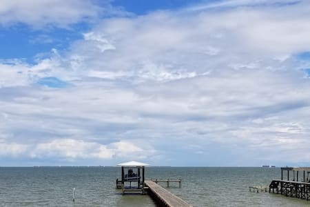 Galveston Bay Hideaway With Private Fishing Pier.