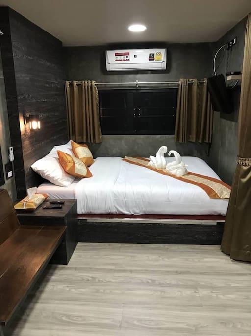 Air condition ห้องพักหรูตู้คอนเทนเนอร์ เตียงใหญ่ มีวิวสาธารณะ 599 บาท