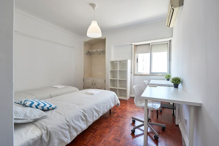 76★Bright& Modern Room with a View★Heart of Lisbon
