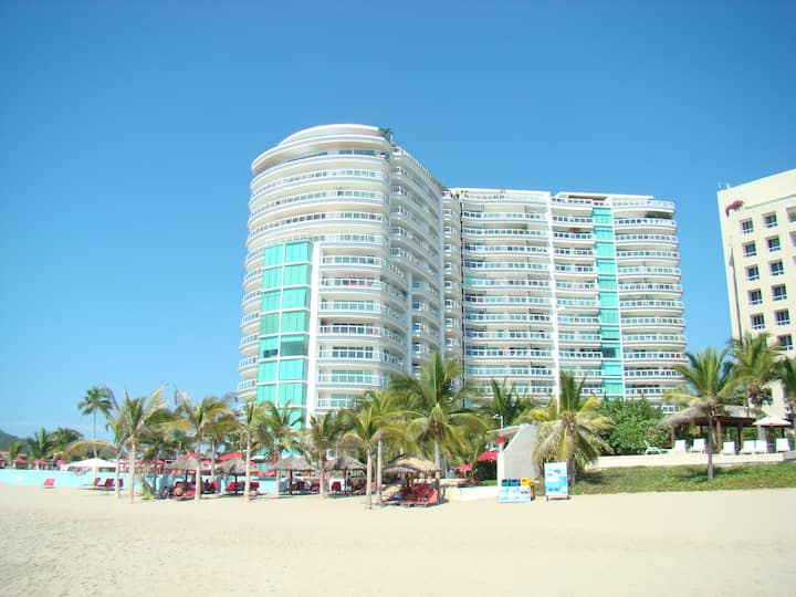 ixtapa direct acces to beach/directamente  a playa