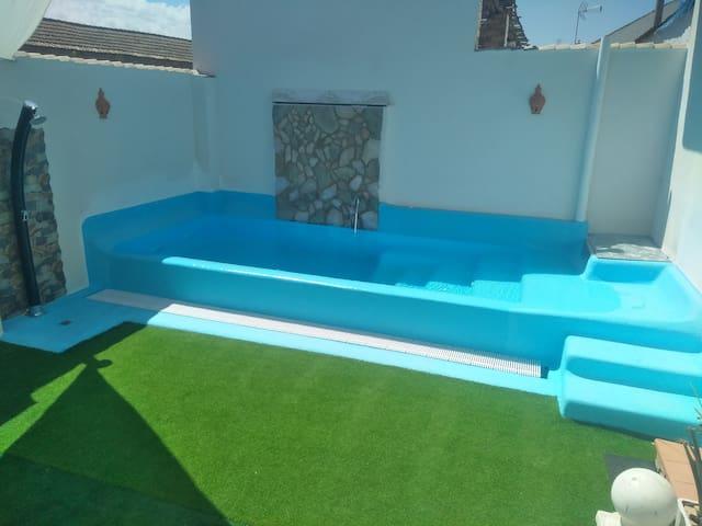 Piscina en patio exterior