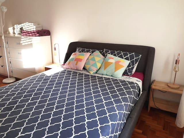 Private Cozy Room in Faro downtown!