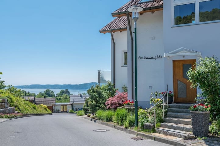 Cosy Apartment Hauberg with Lake View, Loggia & Wi-Fi; Parking Available