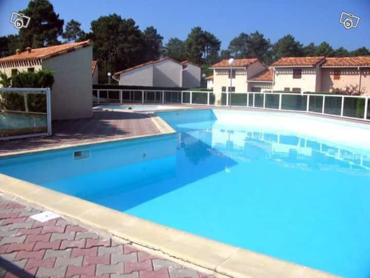 Villa d'été à la mer avec piscine..