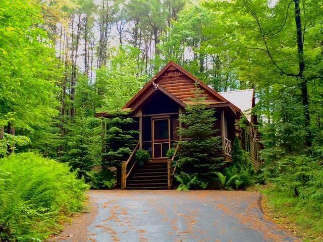 Moose Cabin: Superior Quality Camp Garoga. HOT TUB