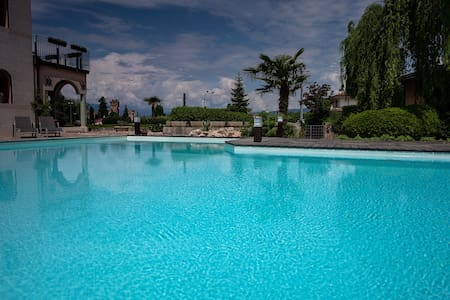Family Apartment Lazise in front of Amazing Pool