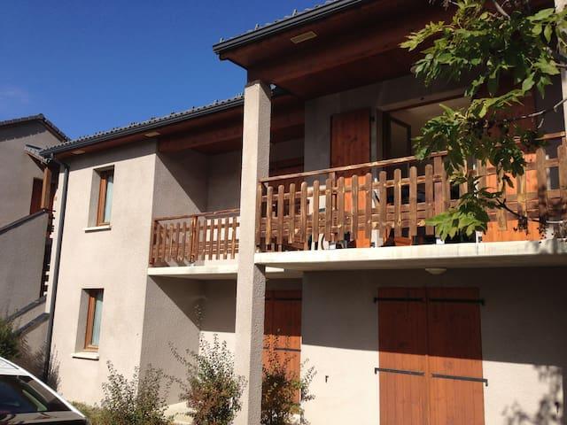 Appartement tout confort Montagne - Ignaux - Lägenhet