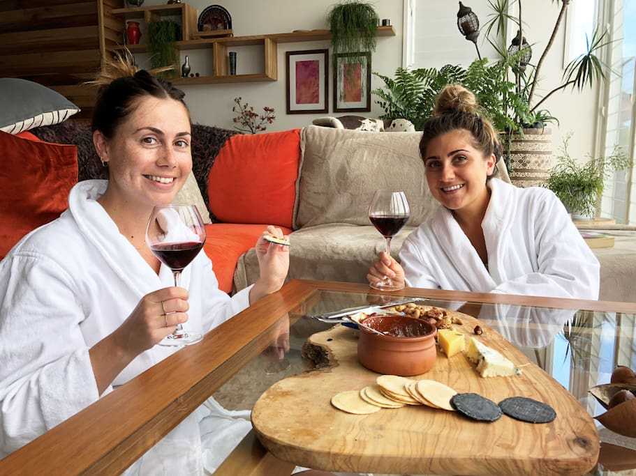 Relax and let us spoil you at Akuna with complimentary wine and cheese upon arrival