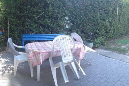 Vízközeli balatoni nyaraló - Balatonvilágos - House