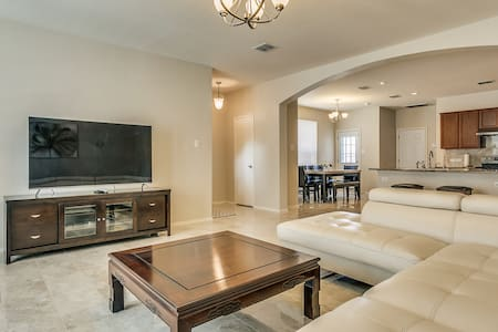 Beautiful Waterfront Townhouse near AT&T Stadium