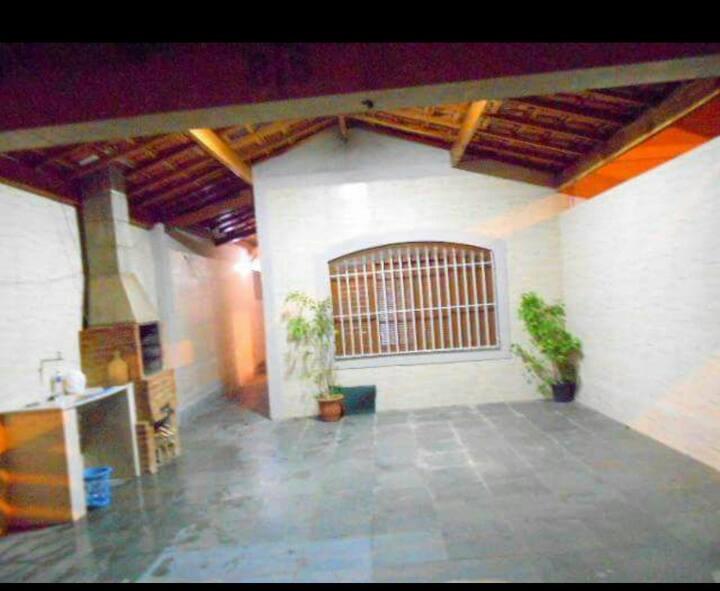 Casa térrea ao lado da rodoviária Praia Grande