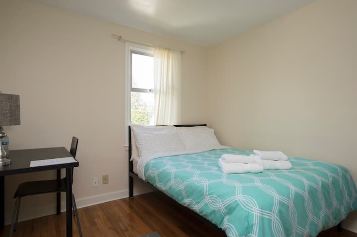 Private New York Room: Near Airport & Seattle (#2)