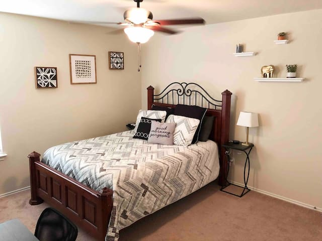 Private Bedroom - Upstairs