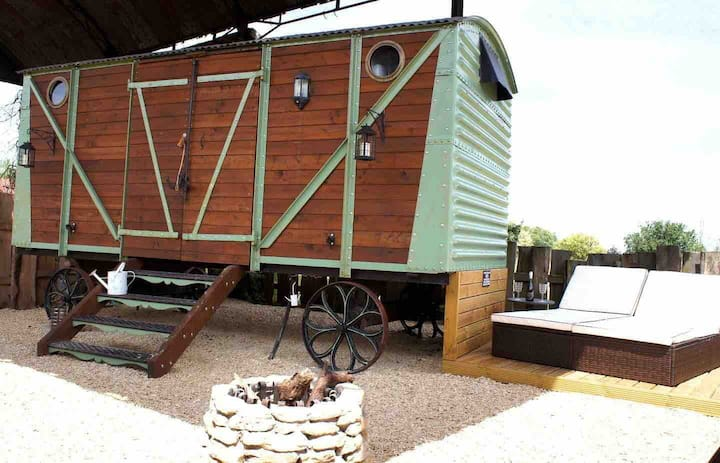 Railway Carriage inc firepit - Sleeps two, no pets