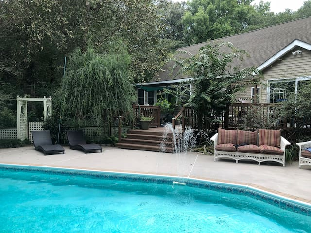 Secluded Retreat Close to Beach, Golf and Downtown