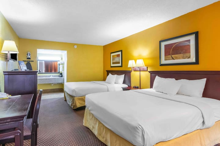 Americas Best Value Inn(2 Queen size beds)