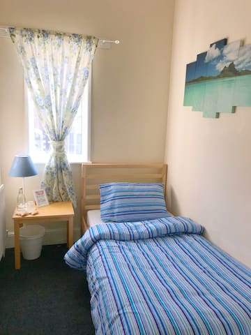 Cosy, low budget single room by the city centre