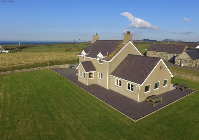 Llyn Peninsula North Wales - Large luxury farmhouse - Aberdaron - House