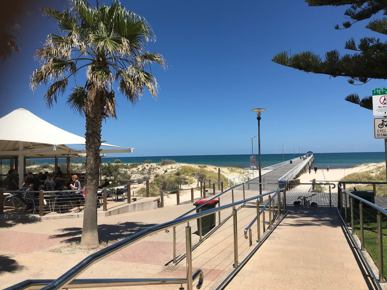 Grange Jetty cafe, Grange Hotel and beach a few minutes walk away